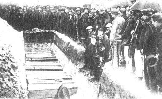 Enterrement de mineurs morts à Courrières, 1906.