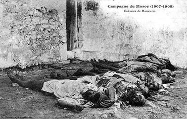 """Légende de cette carte postale française : """"cadavres de marocains"""""""